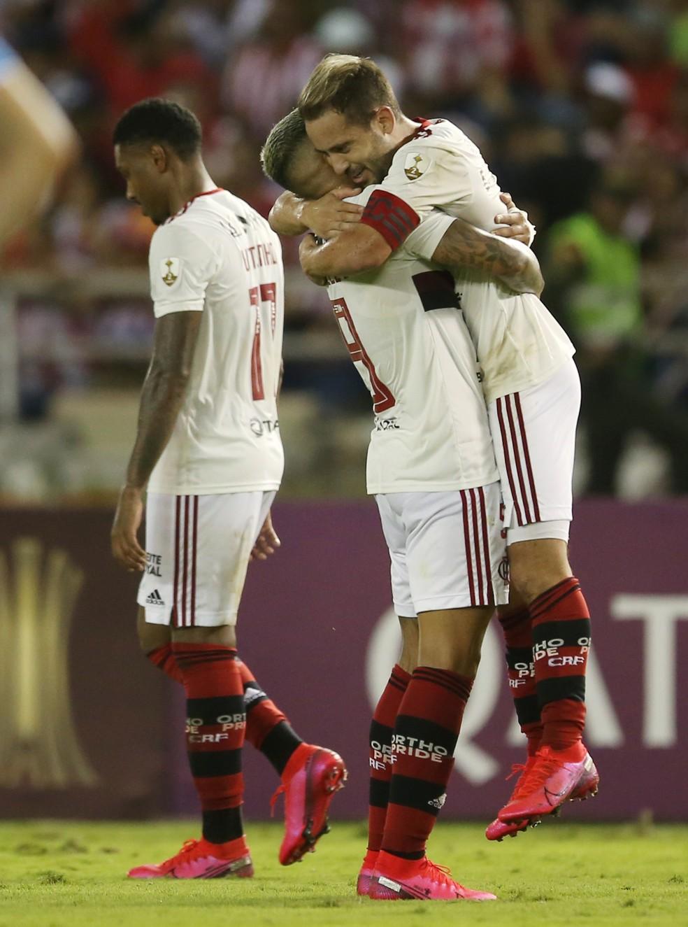 Everton Ribeiro teve dia de Gabigol — Foto: REUTERS/Luisa Gonzalez