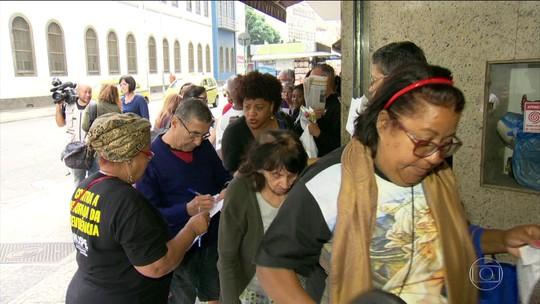 Servidores do RJ entram em fila por cestas básicas pela 2ª vez em 4 dias