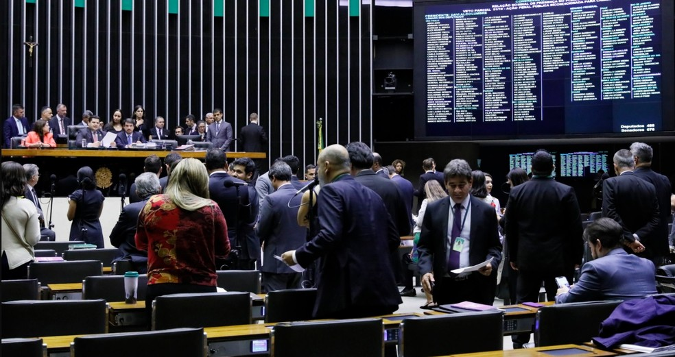 Deputados e senadores reunidos no plenário do Congresso Nacional durante a sessão desta quarta-feira (4) — Foto: Luis Macedo/Câmara dos Deputados