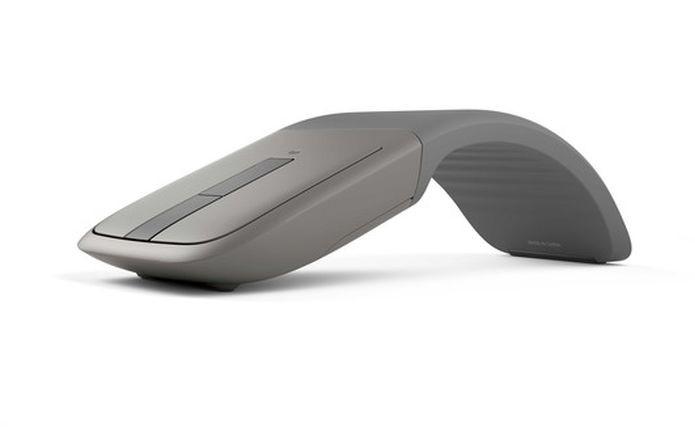 O Arc Mouse manteve o design curvo e ergonômico (Foto: Divulgação/Microsoft)