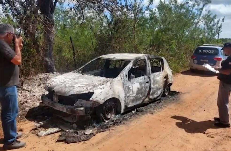 Carro de Ludmilla foi encontrado carbonizado — Foto: Reprodução/TV Bahia