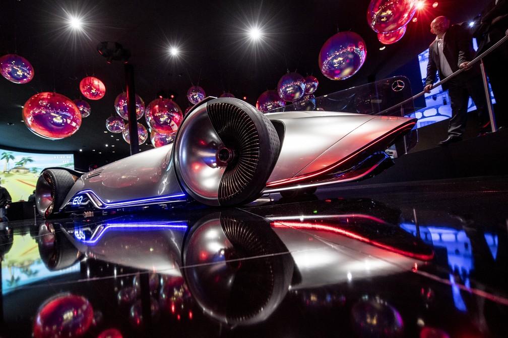 Carro-conceito elétrico da Mercedes-Benz EQ Silver Arrow — Foto: Boris Roessler/AFP