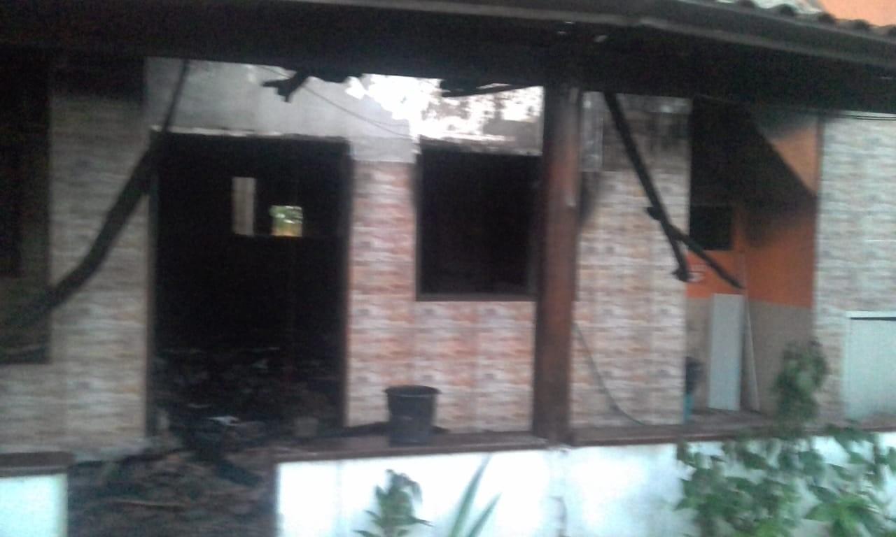 Homem fica ferido após incêndio em pousada no bairro Jabaquara, em Paraty, RJ - Radio Evangelho Gospel
