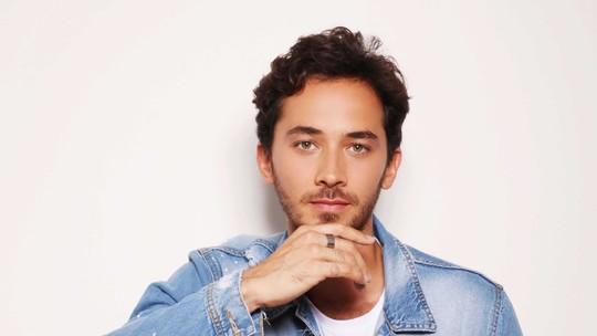 Gabriel Falcão analisa versatilidade profissional em 'Se Eu Fechar Os Olhos Agora': 'Bom mostrar outras facetas'