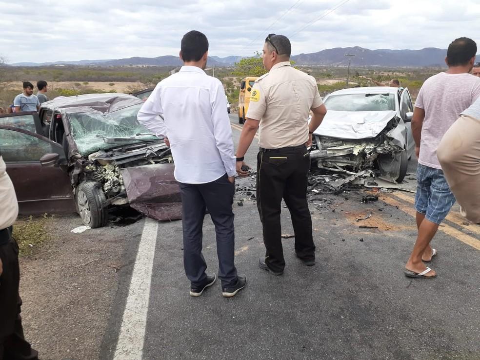 Carros após acidente em Venturosa — Foto: WhatsApp/Reprodução
