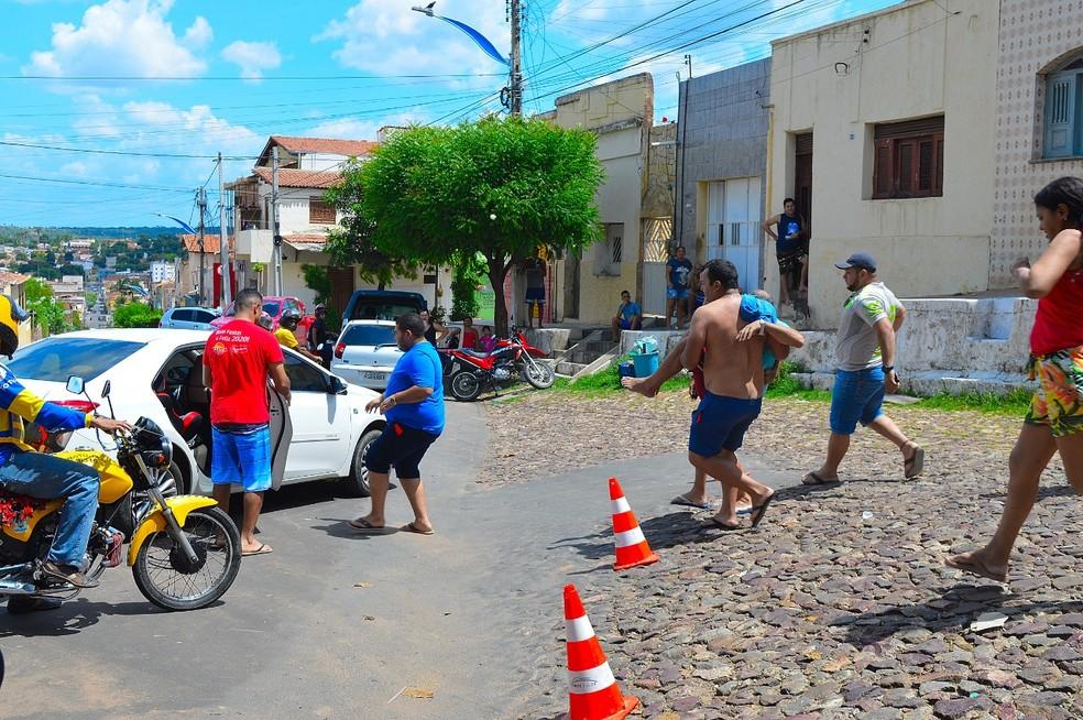 Motorista foi socorrido por familiares e levado para uma unidade de saúde. — Foto: Arquivo Pessoal