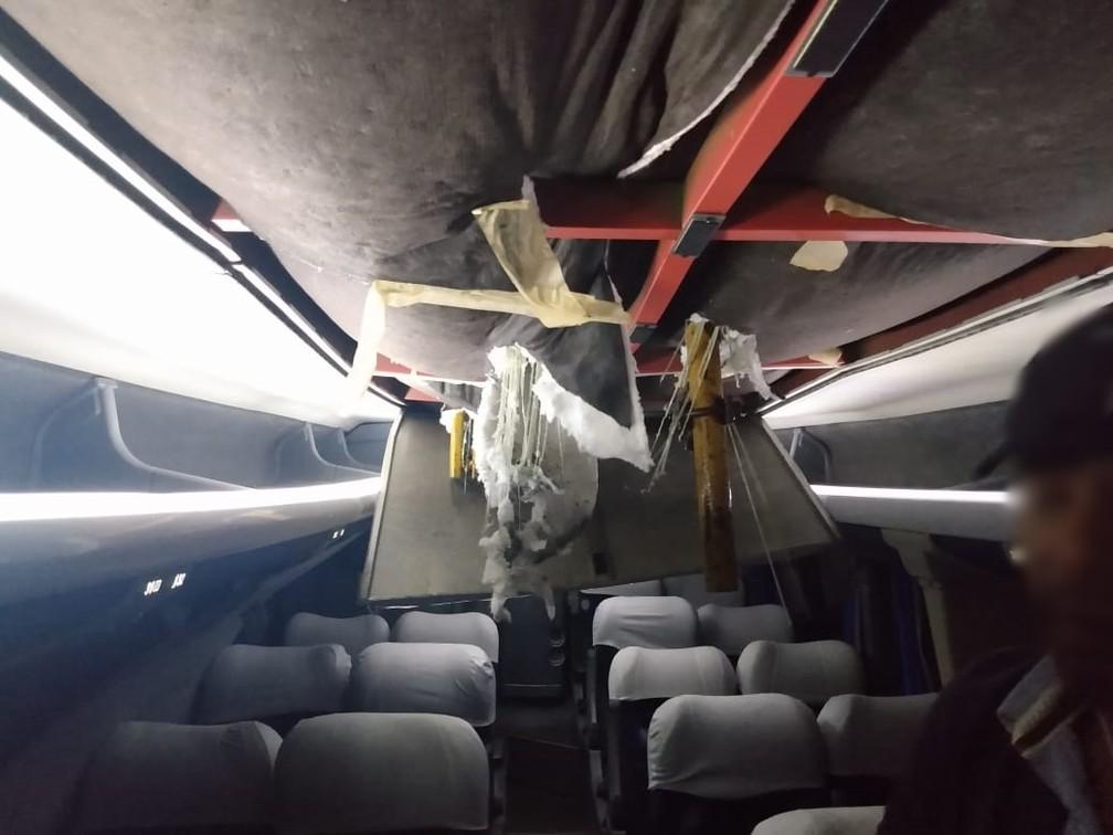 Ferro entrou em ônibus de Capivari atingido por passarela na Marginal Tietê em São Paulo — Foto: Reprodução/EPTV