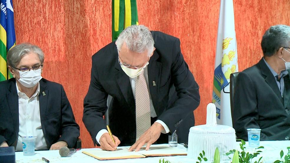 Gildásio Guedes Fernandes toma posse como novo reitor da UPFI — Foto: Reprodução/TV Clube