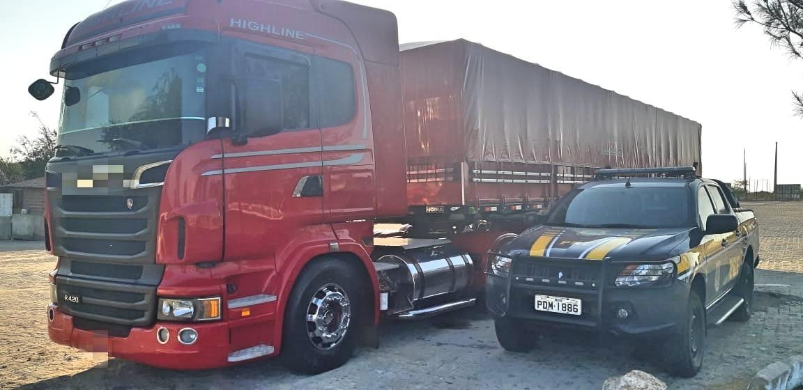 Motorista é detido com 40 toneladas de madeira irregular em Sertânia - Notícias - Plantão Diário