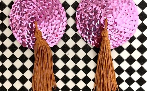 Empoderou! Adesivos para seios são hit do Carnaval  veja como usar -  Revista Glamour  de2a475ba42