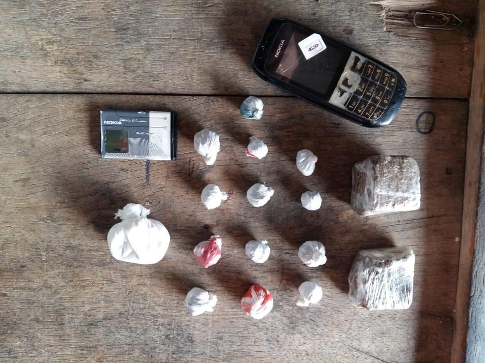 Agentes penitenciários interceptaram drogas e celulares arremessados na Casa do Albergada pelo presídio desativado (Foto: Divulgação)