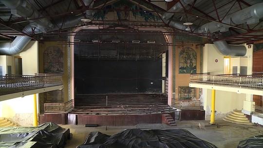 Artistas e vereadores visitam Teatro do Parque para acompanhar reforma que fechou espaço desde 2010