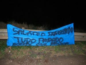 protesto, Brigada Militar, faixa, BR-472, Três de Maio, Santa Rosa, manfiestação, parcelamento salário, segurança (Foto: Divulgação/Paulo Marques Notícias)