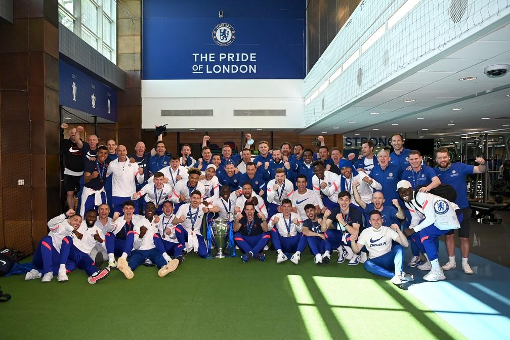 Jogadores do Chelsea comemoram títulos a Champions no CT do clube em Londres — Foto: Getty Images
