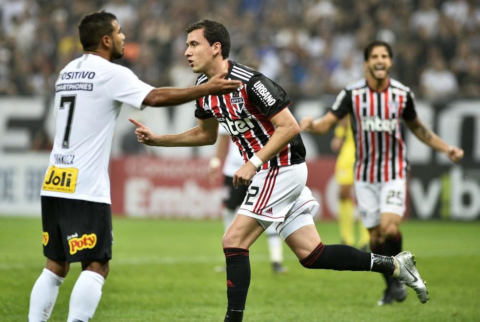 Pablo comemora gol do São Paulo contra o Corinthians, em fevereiro — Foto: Marcos Riboli
