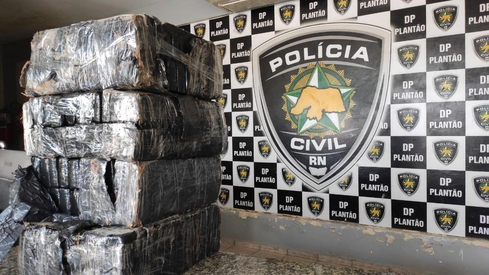 Maconha foi apreendida nesta sexta-feira e levada para Polícia Civil — Foto: Divulgação