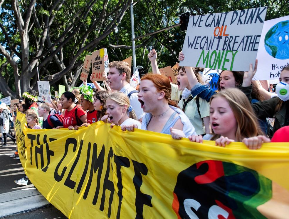 Greve pelo Clima: Manifestantes protestam na Austrália nesta sexta, 20 de setembro. No cartaz ao centro está a mensagem: