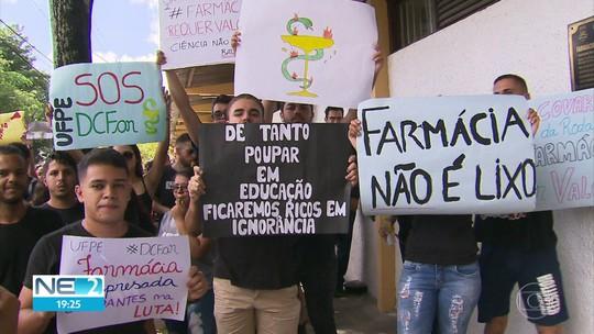 Estudantes de farmácia da UFPE entram em greve por tempo indeterminado