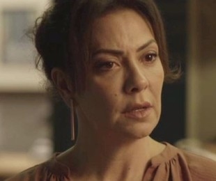 Na segunda-feira (25), Nana (Fabiula Nascimento) confessa a Mario (Lucio Mauro Filho) que é apaixonada por ele | TV Globo