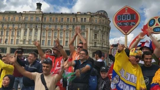 'Tô na Rússia': Luís Corvini conversa com torcedores de Campinas que aproveitam as festas
