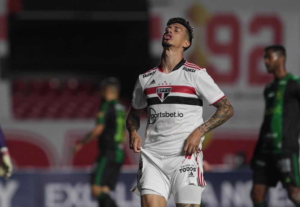 Rigoni lamenta chance perdida pelo São Paulo contra o América-MG — Foto: Rubens Chiri / saopaulofc
