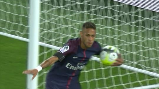 """Neymar mexeu com futebol mundial, e golaço é tipo """"Pelé, Eterno"""", diz Xavier"""