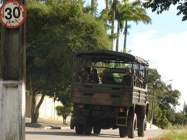 Veículos dos Exército reforçam a segurança em Garanhuns (Foto: Divulgação/Exército)