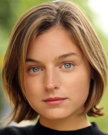 Quem é Emma Corrin, atriz cotada para o papel de Lady Di em The Crown (Foto: Reprodução)