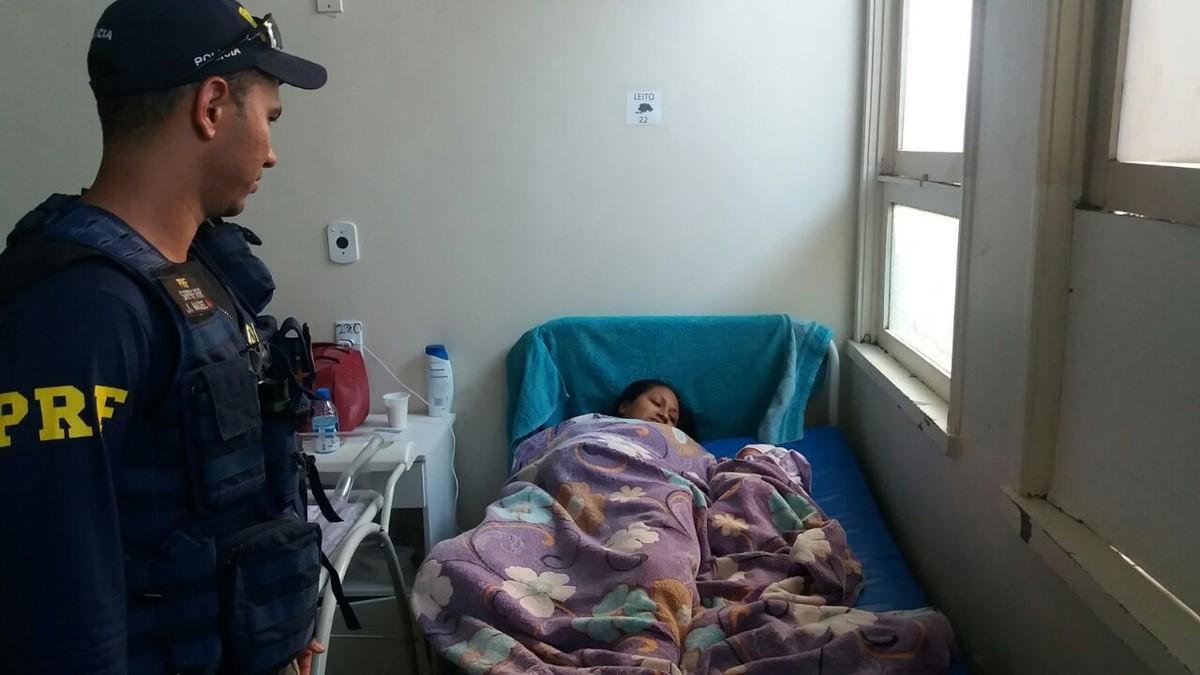 Mulher dá à luz dentro de carro da Sesai a caminho da maternidade de RR