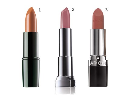 1. Batom Perfect Color Lipstick Light Venetian Red 19, ARTDECO, R$ 69,90 2. Batom Color Sensational Primeira Vez, Maybelline, R$ 24,99 3. Batom Ultra Color Ultramatte Cappuccino, Avon, R$ 26,99