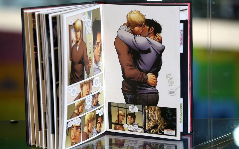 Foto de livro criticado por Crivella na Bienal do Rio  — Foto: Wilton Junior/Estadão Conteúdo
