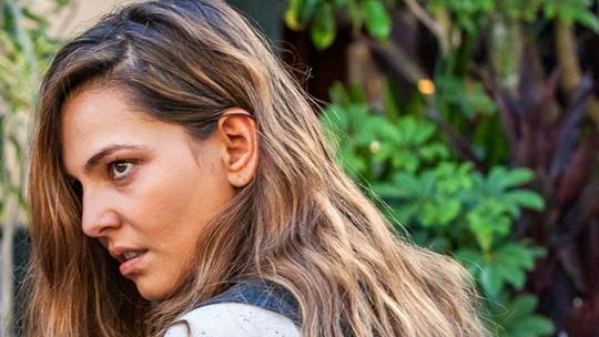 Bombou na web: Completamente louca, Cris vai parar na cadeia