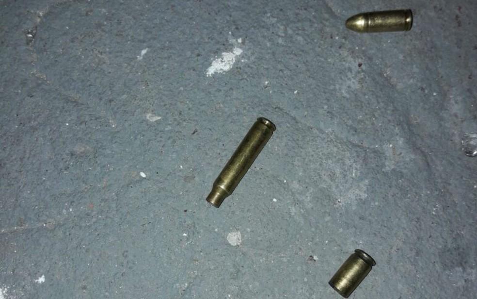 Cápsulas de munição foram deixadas para trás pelos bandidos (Foto: Divulgação/Polícia Civil)