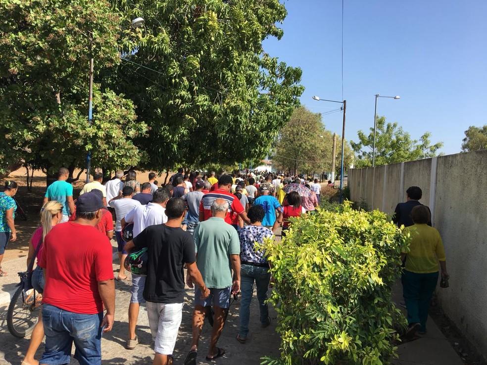 Abertura de portões do Colégio Rui Barbosa, em Juazeiro — Foto: João Barbosa/TV São Francisco