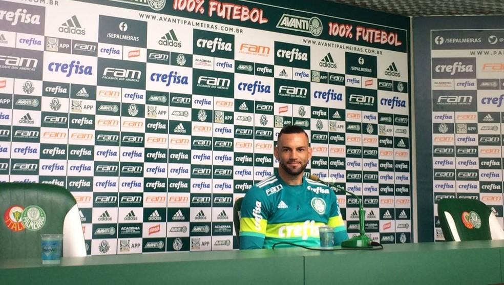 Weverton, em entrevista coletiva na Academia de Futebol (Foto: Tossiro Neto)