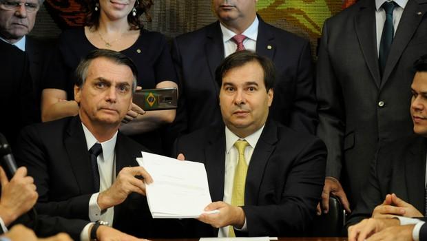 Jair Bolsonaro entrega proposta de reforma da Previdência a Rodrigo Maia (Foto: Luis Macedo/Reuters)