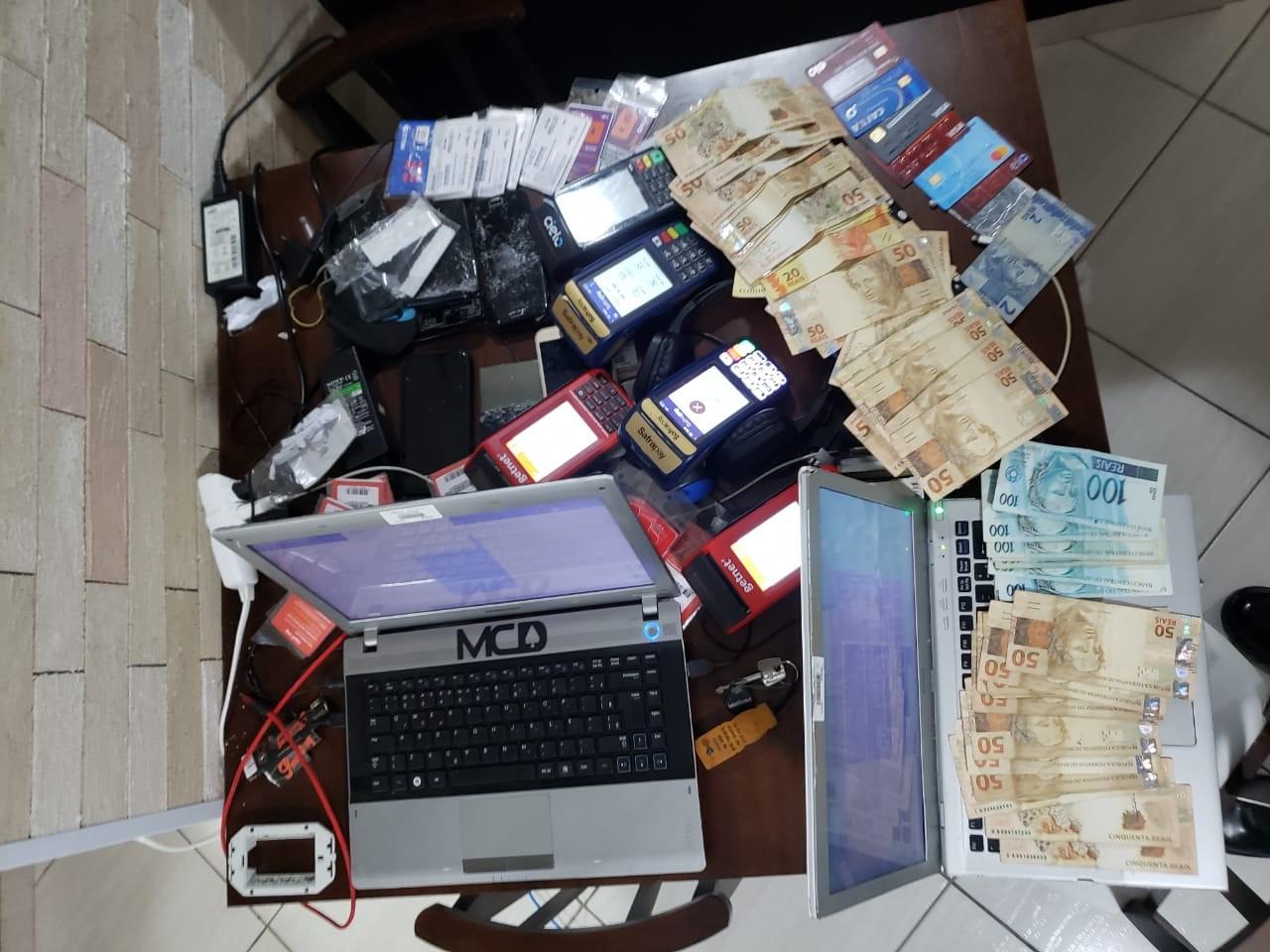 Quadrilha é presa por roubar dinheiro do auxílio emergencial durante a pandemia