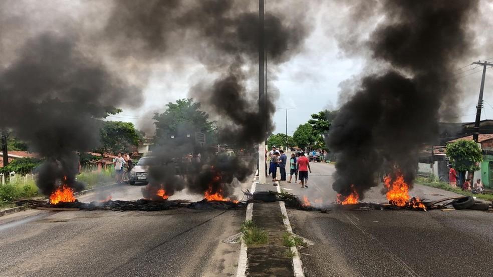 Avenida Liberdade, em Bayeux, nesta sexta-feira (14), 7h40 — Foto: Walter Paparazzo/G1