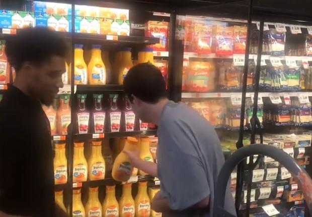 Jack Ryan, que tem autismo, emocionou seus familiares au oferecer ajuda em um supermercado (Foto: Reprodução/Facebook)