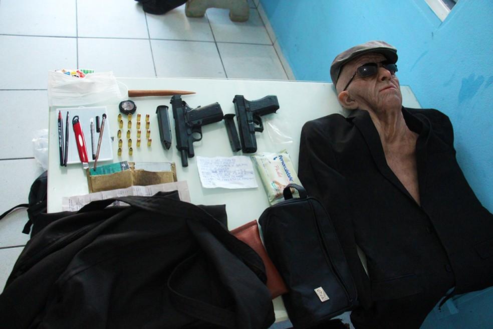 PM apreende máscara usada em tentativa de roubo a banco em Jaraguá do Sul — Foto: Polícia Militar/Divulgação