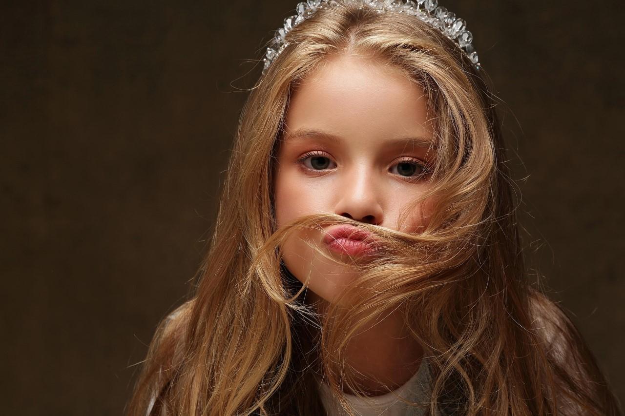 Criança de MS que brinca de 'canal de moda' e ama desfilar, desde os 4 anos, vence concurso de Mini Miss Brasil