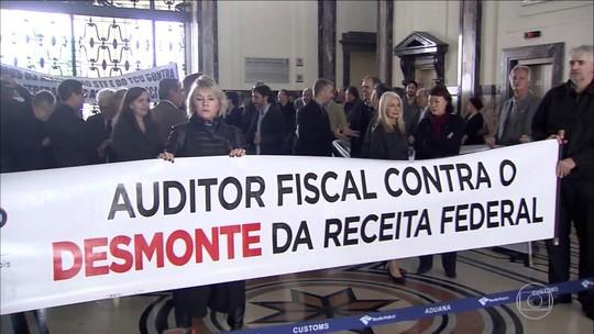 Direção Nacional do Sindifisco realiza um ato de repúdio no Porto de Santos