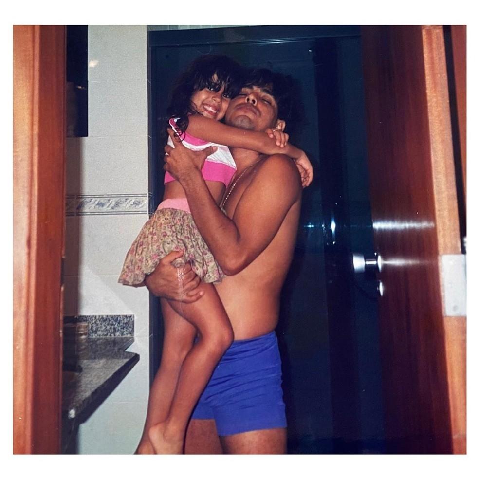 Camilla Camargo faz homenagem a Zezé com foto de infância — Foto: Reprodução/Instagram