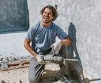 José Loreto durante obra em sua casa   Reprodução