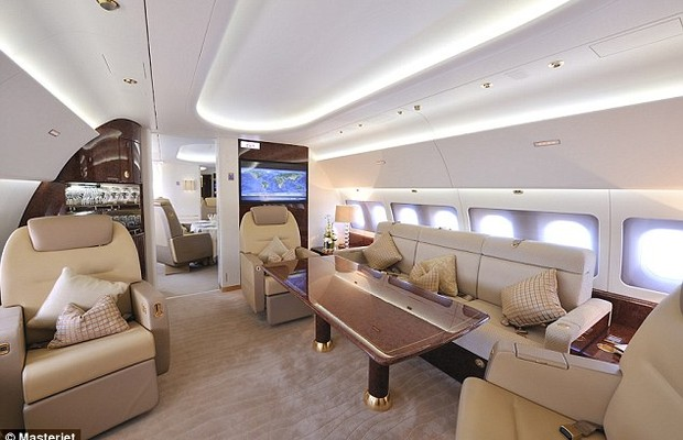 Conheça o exclusivo e luxuoso avião usado pelo príncipe