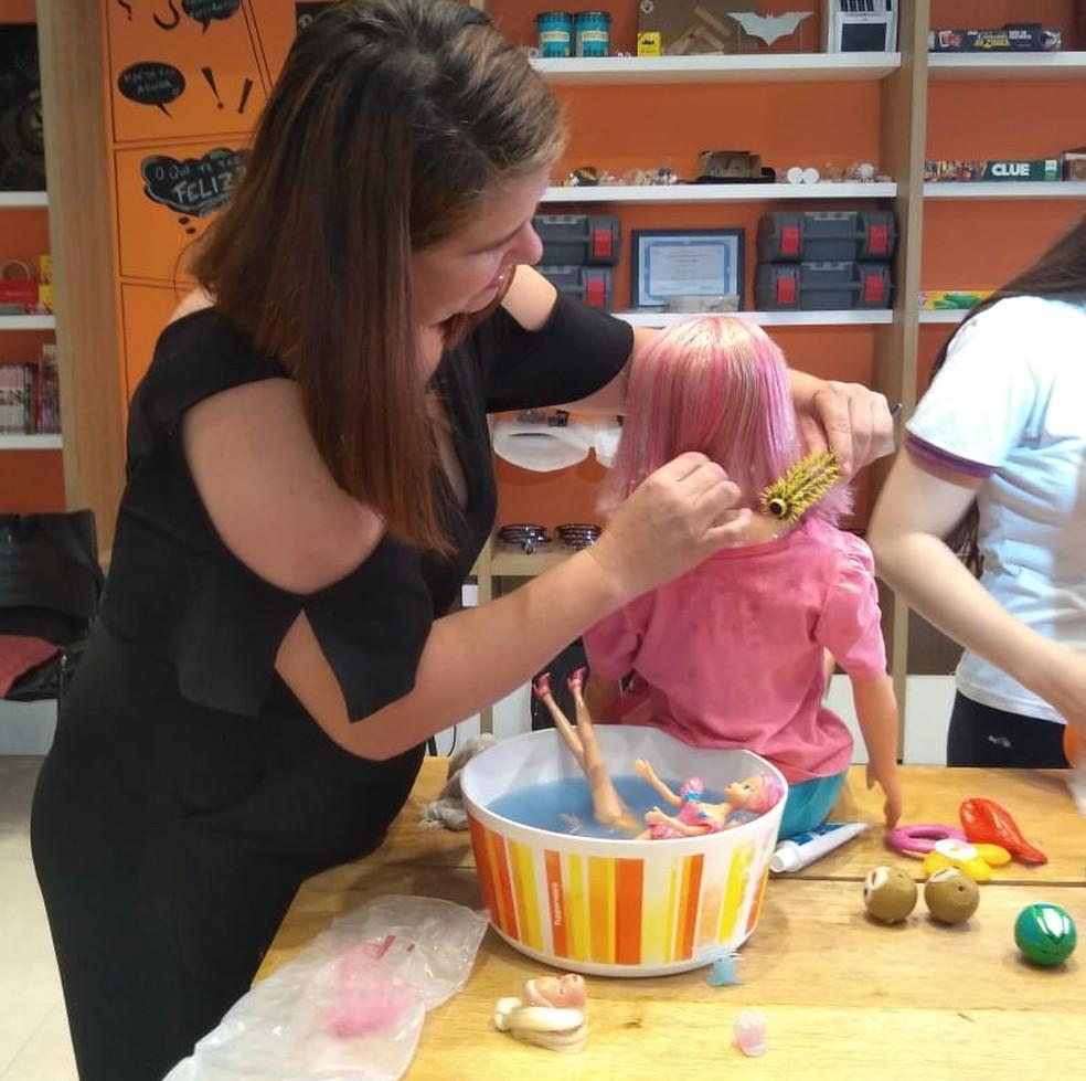 Grupo de Indaiatuba (SP) criou uma UTI para consertar brinquedos doados para crianças carentes — Foto: Bianca Rosa/EPTV