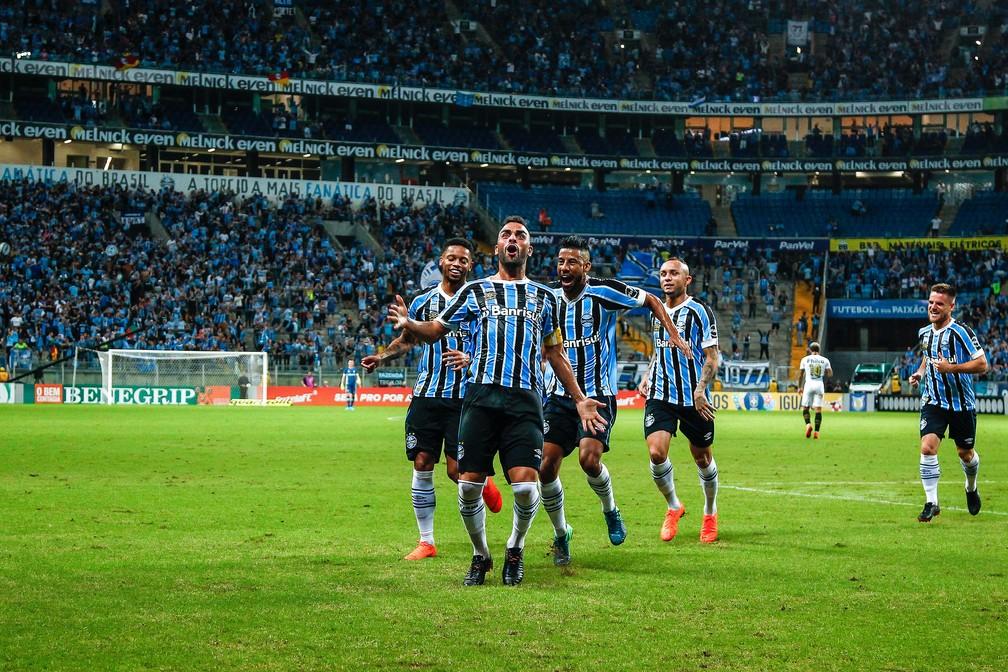 Maicon comemora gol contra o Santos (Foto: Lucas Uebel / Grêmio, DVG)