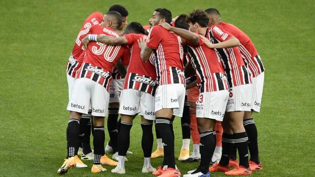 Jogadores do São Paulo reunidos antes do jogo
