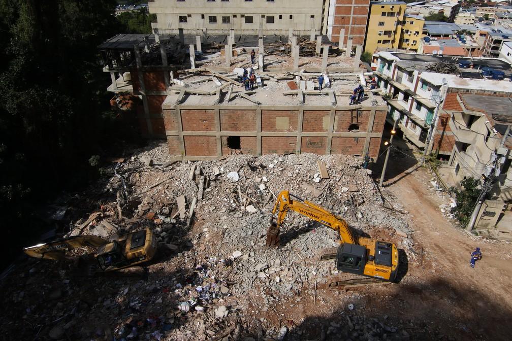Prefeitura conclui demolição de segundo prédio ilegal na Muzema — Foto: Hudson Pontes/Prefeitura do Rio/Divulgação