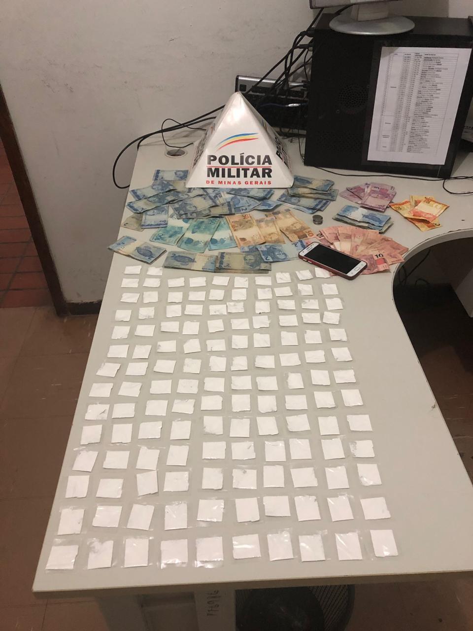 Homem é preso por tráfico e confessa que usava 'Disk Cerveja' para vender cocaína em Espinosa - Noticias